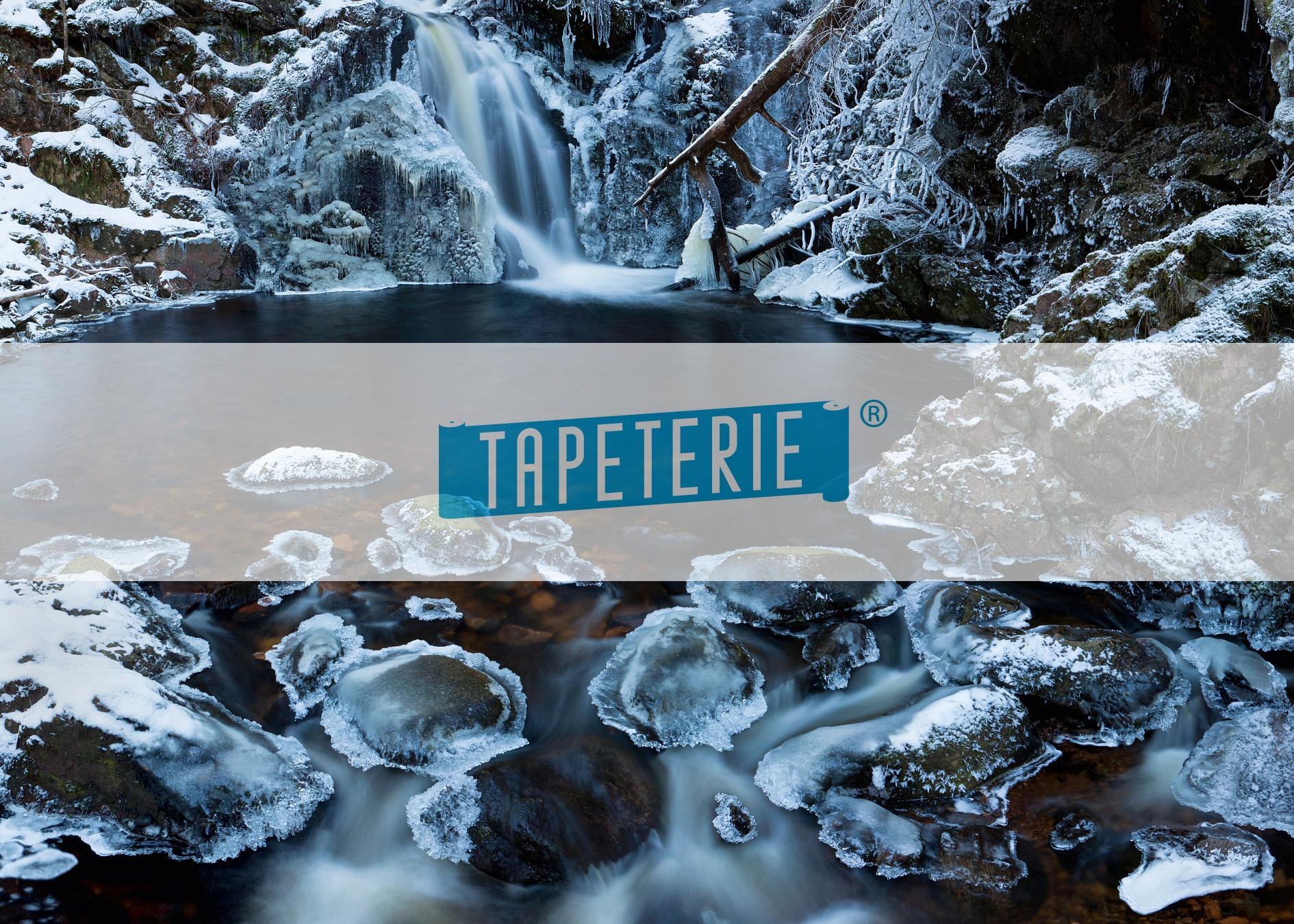 Fototapeten Winterlandschaft : Fototapete Eisiger Wasserfall im Schwarzwald Tapeterie