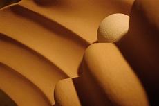 scultura con perla ascendente