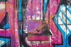 Graffiti an Holzwand