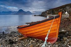 Ruderboot an der Küste Schottlands