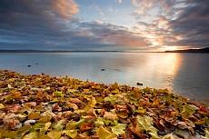 Herbststimmung am See mit Sturm