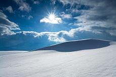 Fototapete mit Bergmotiv - Winterlicht mit Wehe