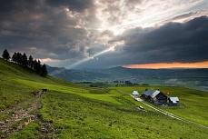 Fototapete mit Bergmotiv - Appenzellerland mit Spot