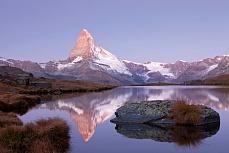 Fototapete mit Bergmotiv - Matterhorn und Stellisee
