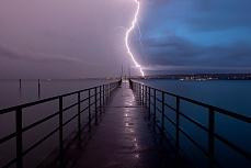 Steg und Blitz