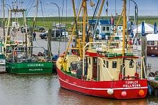 Schiffe im Hafen von Tammensiel auf Pellworm
