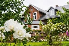 Bauernhaus mit Rosengarten in Schleswig-Holstein