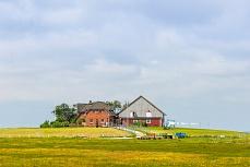 Rotes Haus auf einer nordfriesischen Hallig
