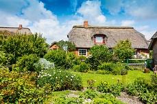 Haus mit Garten auf der Hallig