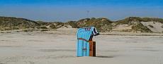 Blauer Strandkorb am Kniepsand bei Sueddorf