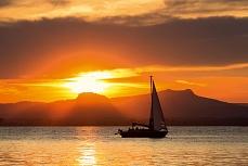 Hohentwiel Segelbootsonnenuntergang