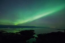 Nordlicht mit Steinstrand