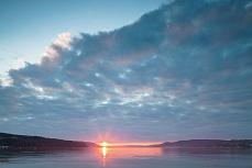 Schmaler Streifen Sonnenuntergang