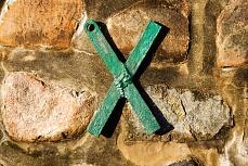 Das X in der Mauer