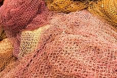 Das orange Fischernetz