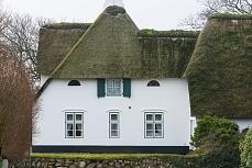 Reetdachhaus Frontansicht, aufgenommen in Sylt Keitum