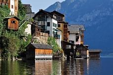 Nah am Wasser gebaut - Bootshäuser in Hallstatt an See von Dagmar Schneider