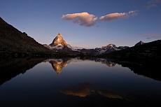 Blick vom Riffelsee auf das Matterhorn im Sonneaufgang
