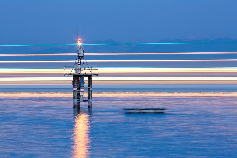 Leuchtturm mit Schiff II
