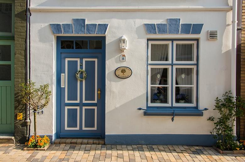 Nordfriesische Festlandküste: Blau-weißes Haus