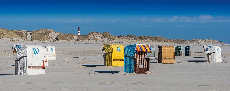 Bunte Strandkorbauswahl am Kniepsand