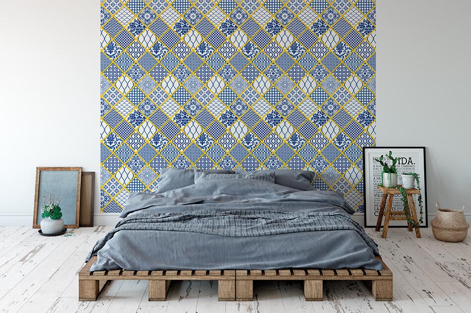 Designer Tapete - gelb umrandete Rauten mit blauen Mustern - Mariana Manolache
